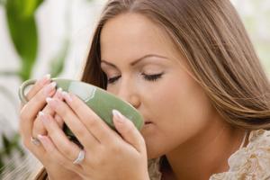 Một tách trà atiso vào những lúc căng thẳng mệt mỏi sẽ giúp thư giãn tinh thần và cải thiện giấc ngủ!
